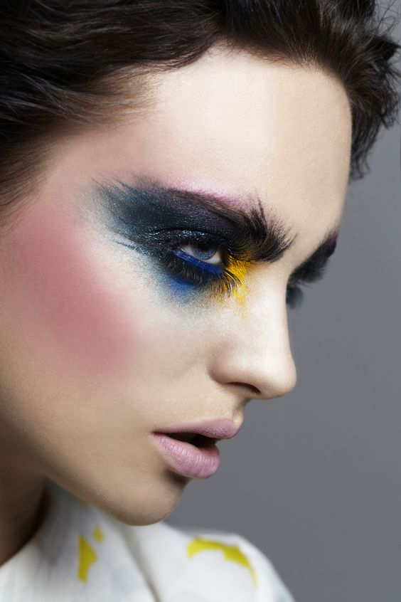 Top 5 Makeup Schools In Europe