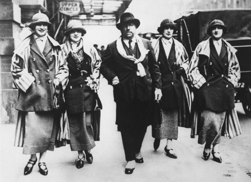 UNITED KINGDOM - JANUARY 01: Paul POIRET and his models presenting French fashion in the streets of London, around 1925. (Photo by Keystone-France/Gamma-Keystone via Getty Images)