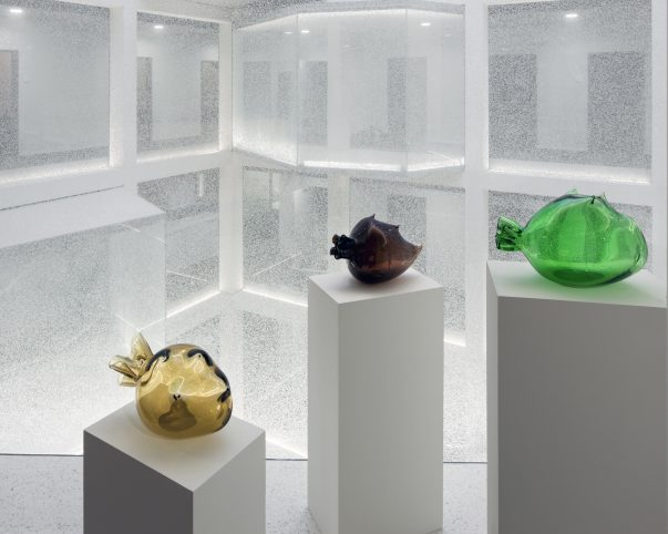 Denis Savary Etrusques, 2013 Стеклянные арт объекты Коллекция Credit Suisse в офисе Genva Belair Фото: Yves André, St. Aubin