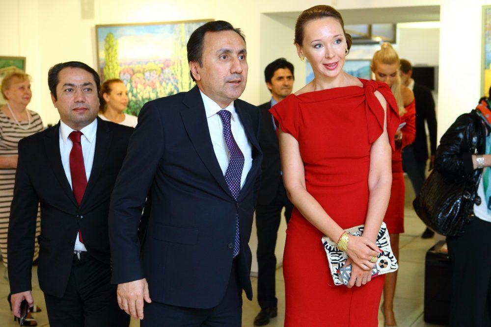 Посол РТ Имомуддин Сатторов и Вербицкая открытие выставки тадж художников 2016 г