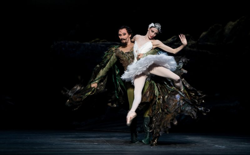 English+National+Ballet+Perform+Swan+Lake+cSKAQdMo07Ux