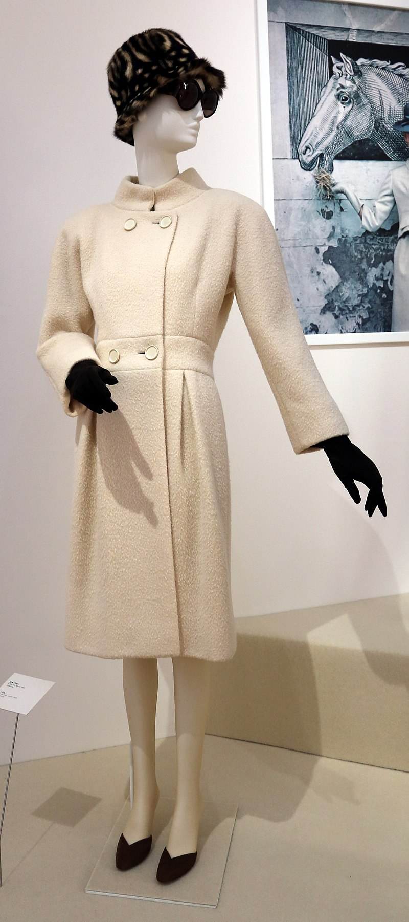 800px-Givency,_cappotto,_inverno_1959