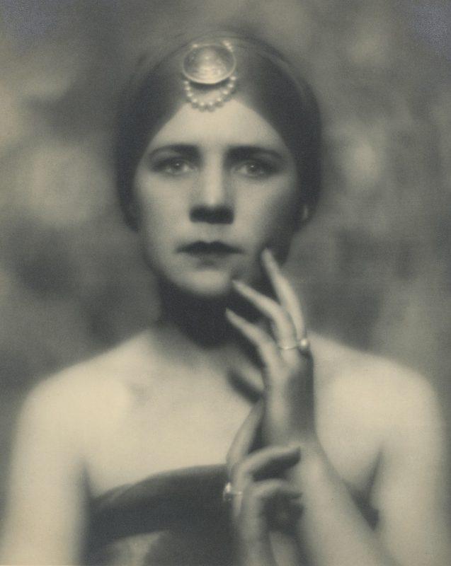Портрет (Женщина со звездой). 1923